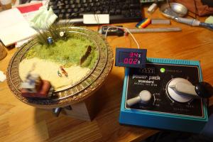 デキ3(よろづ)と電圧電流計